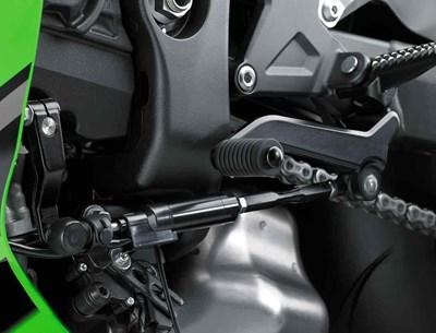 Cerca de Kawasaki Quick Shifter en motocicleta